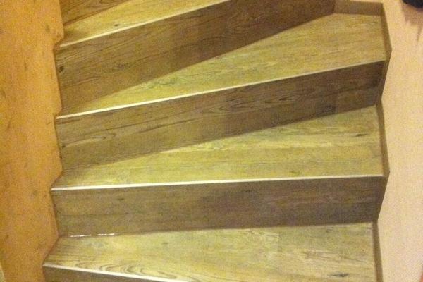 Treppe mit Amtico und Winkelprofilen